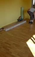 pokladka-drevenei-podlahy-9