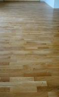 pokladka-drevenei-podlahy-celoplosna-fixace-2